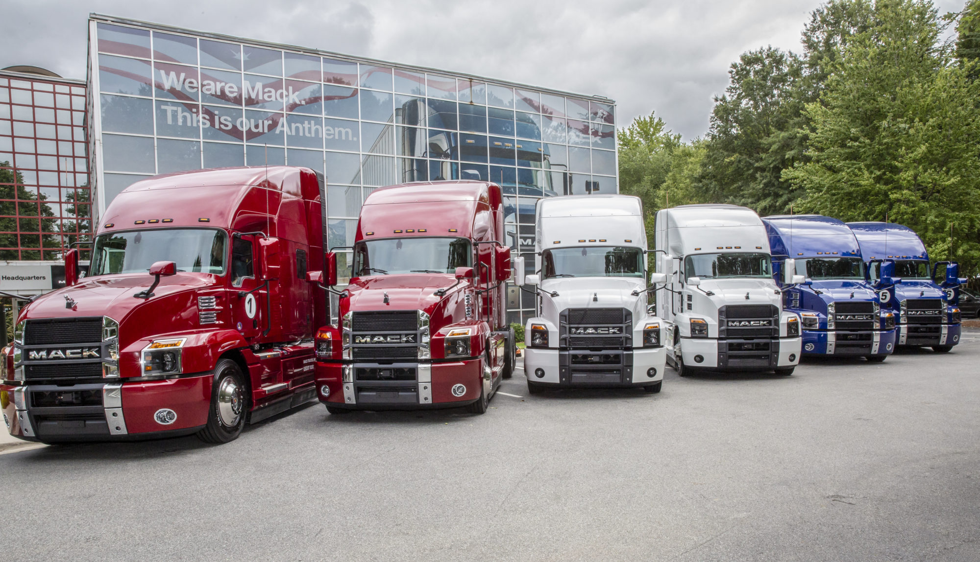 Pushing 10: Mack test drive shows role of tech in fuel economy